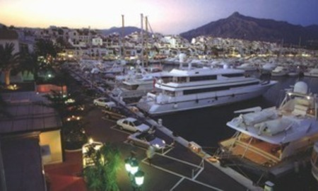 Beachfront penthouse for sale in Puerto Banus - Marbella 20