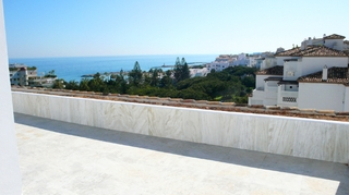 Beachfront penthouse for sale in Puerto Banus - Marbella 3