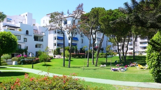 Beachfront penthouse for sale in Puerto Banus - Marbella 10