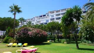 Beachfront penthouse for sale in Puerto Banus - Marbella 13