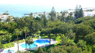 Beachfront penthouse for sale in Puerto Banus - Marbella 1