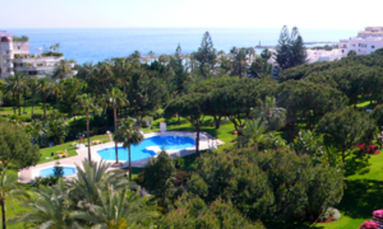 Beachfront penthouse for sale in Puerto Banus - Marbella 2