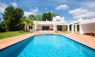 Villa with large garden for sale between Marbella and Estepona 0