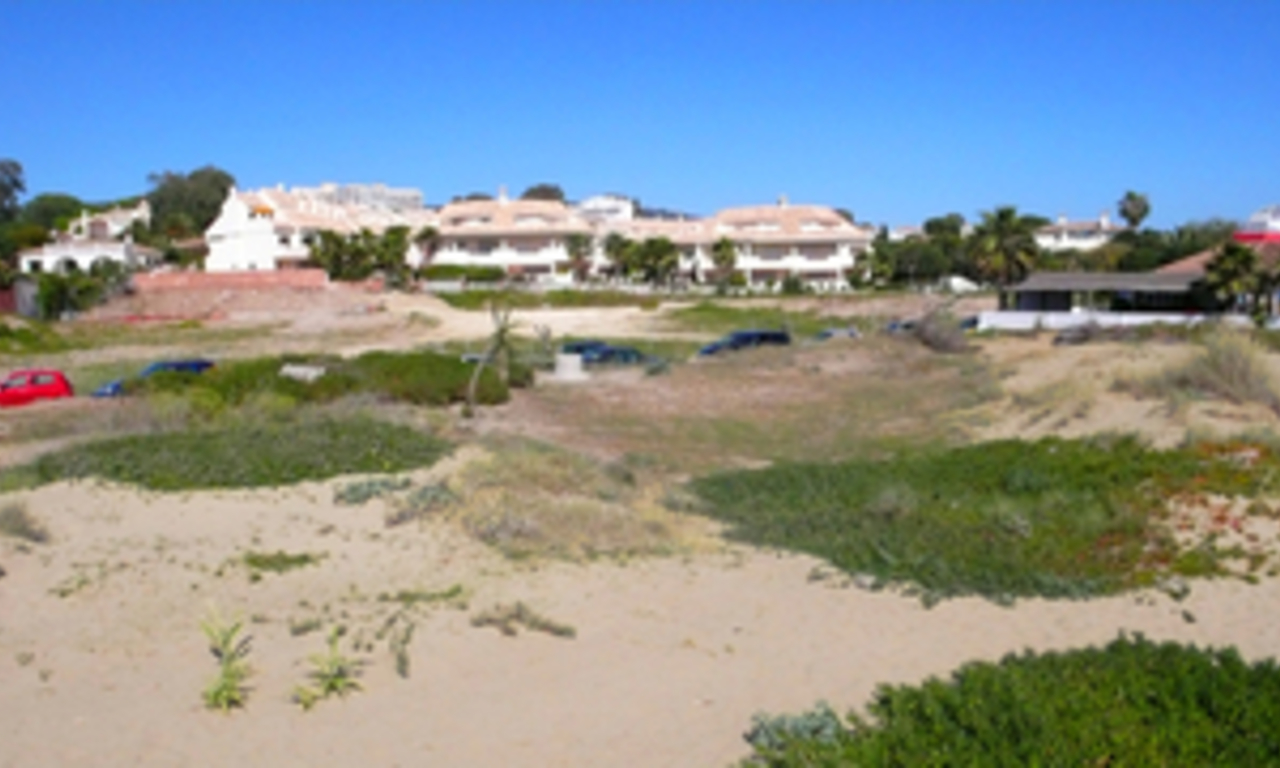 Beachside house for sale in beachfront complex at Marbella east 5