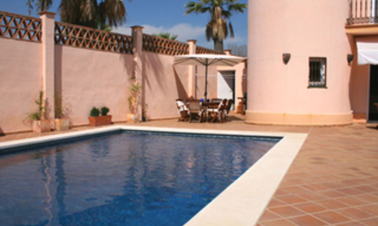 Beachside villa to buy in Marbella east, close to the beach 1