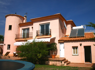Beachside villa to buy in Marbella east, close to the beach