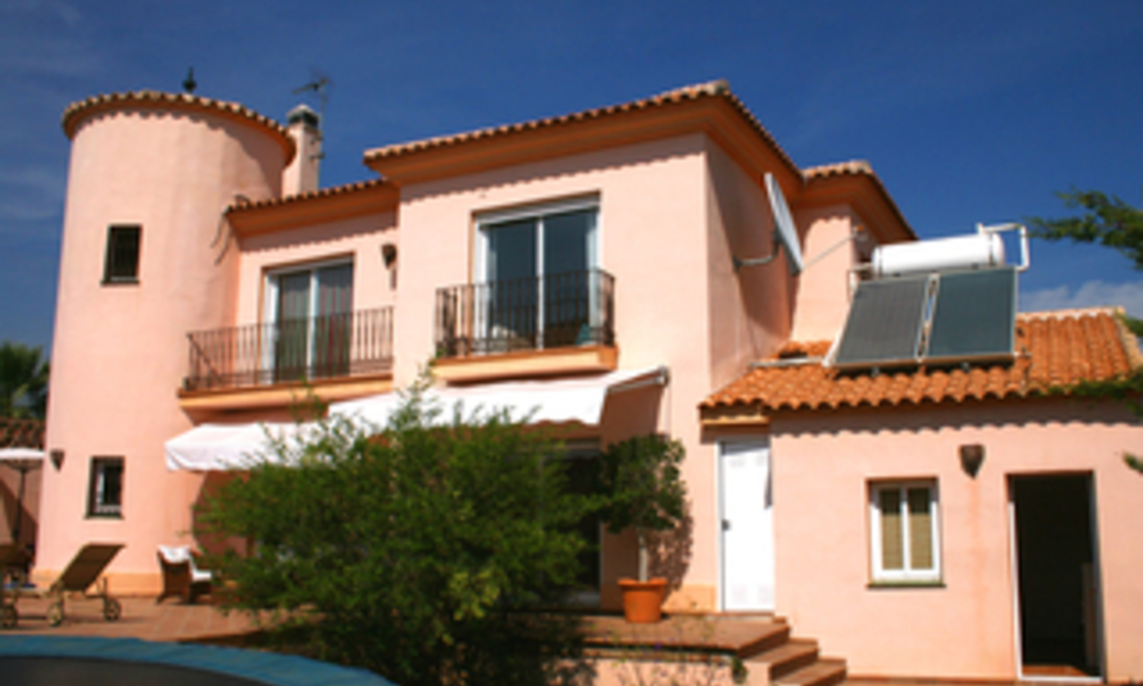 Beachside villa to buy in Marbella east, close to the beach 0