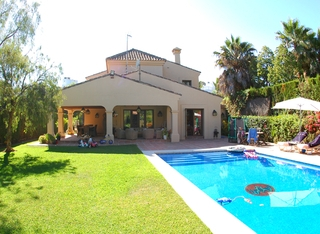 Beachside villa for sale, close to the beach in Marbella east