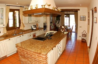 Beachside villa for sale, close to the beach in Marbella east 12
