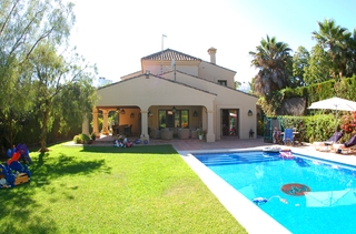 Beachside villa for sale, close to the beach in Marbella east 1