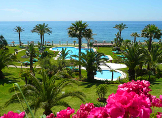 Beachfront apartment to buy, Golden Mile, Puerto Banus - Marbella