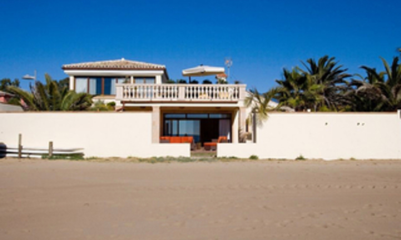 Beachfront villa for sale in Marbella east, Costa del Sol 5