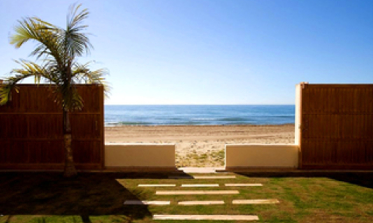 Beachfront villa for sale in Marbella east, Costa del Sol 1