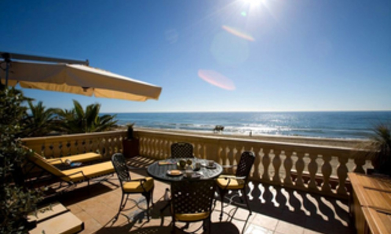 Beachfront villa for sale in Marbella east, Costa del Sol 3