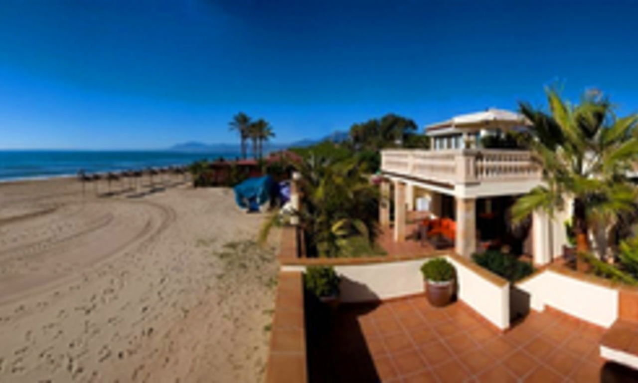 Beachfront villa for sale in Marbella east, Costa del Sol 4