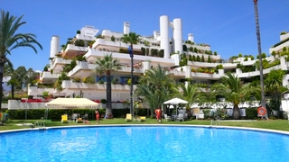 Penthouse apartment with private pool for sale, Golden Mile, Marbella 1