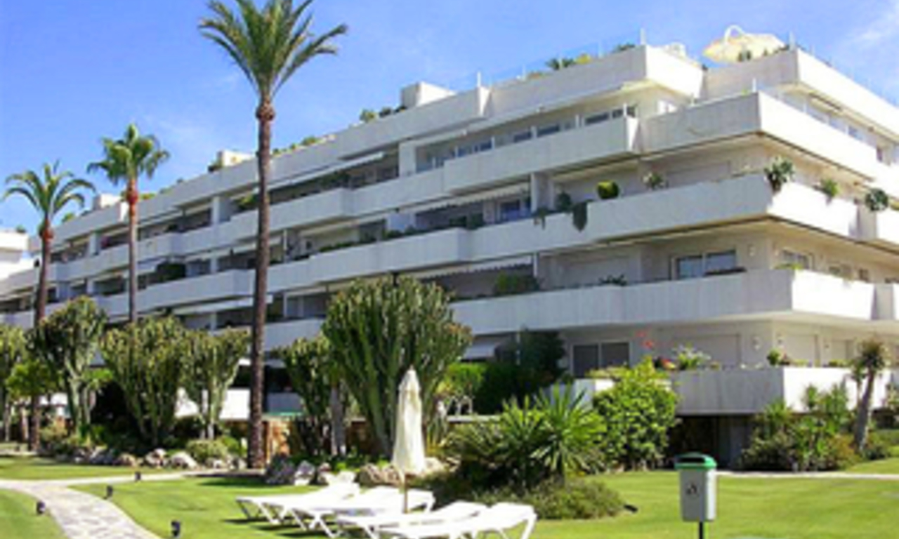 Beachfront luxury apartment for sale in Los Granados, Puerto Banus - Marbella 1