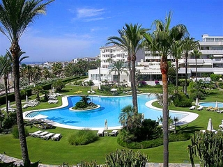 Beachfront luxury apartment for sale in Los Granados, Puerto Banus - Marbella