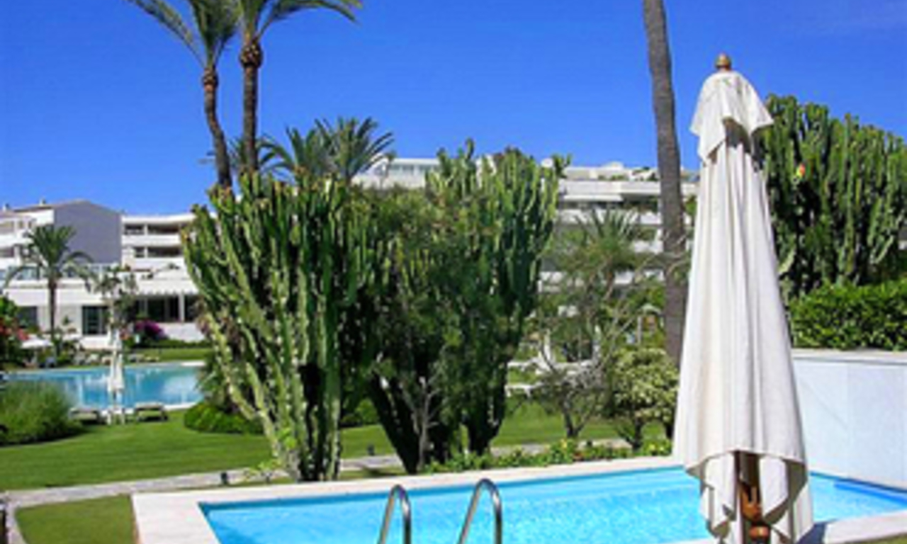 Beachfront luxury apartment for sale in Los Granados, Puerto Banus - Marbella 2