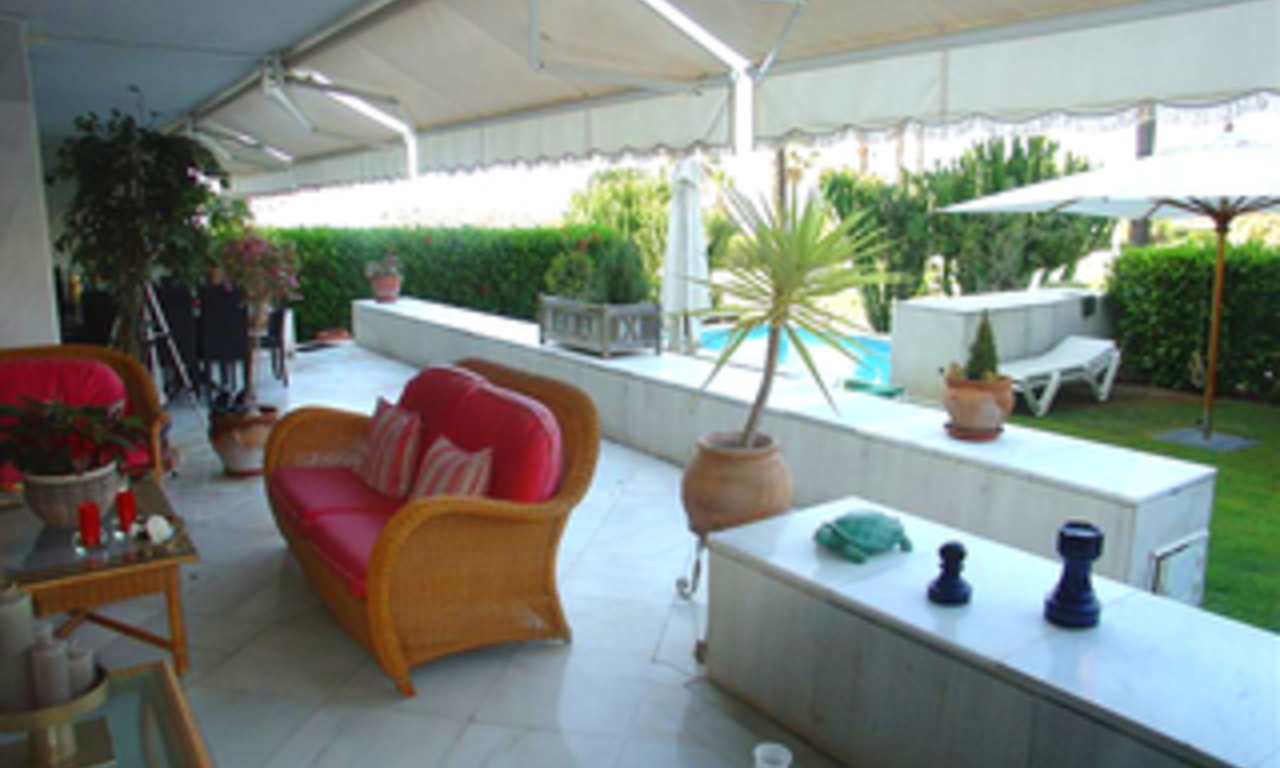 Beachfront luxury apartment for sale in Los Granados, Puerto Banus - Marbella 4