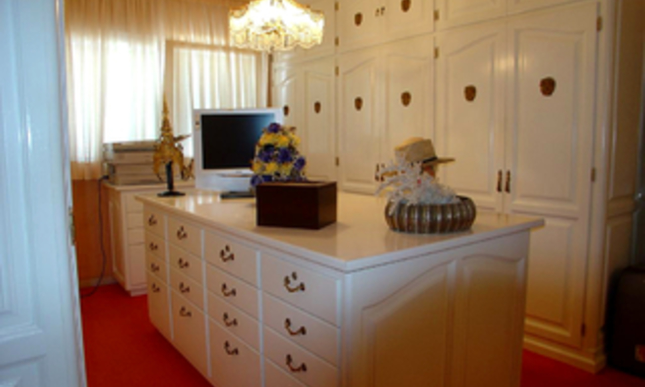 Luxury apartment for sale second line beach, Marbella centre 9