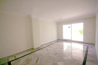 Apartment for sale walking distance from Puerto Banus, Nueva Andalucia, Marbella 6