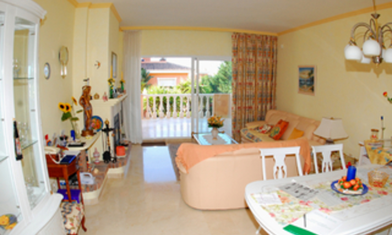 Beachside apartment for sale, close to the beach, between Marbella and Estepona centre, Costa del Sol 5