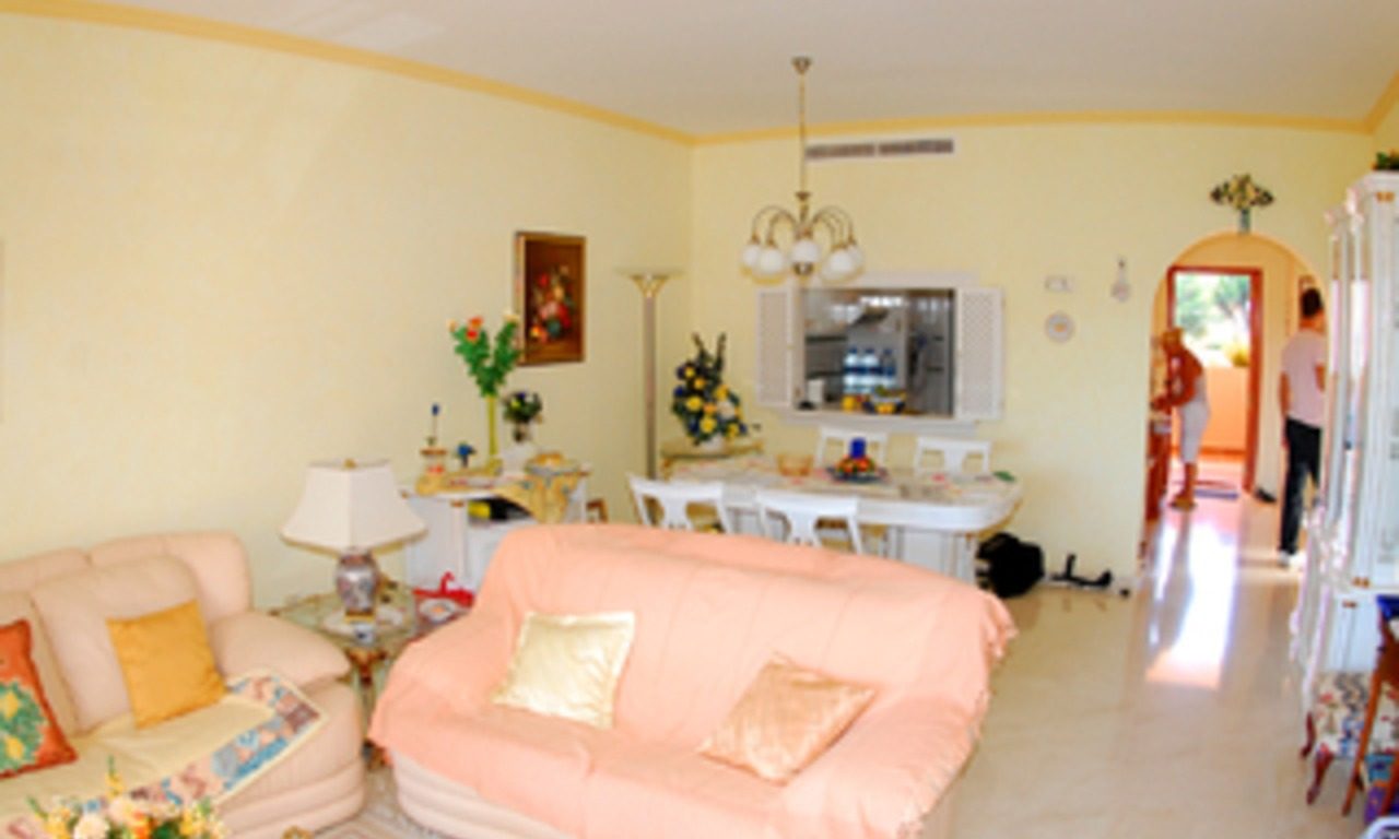 Beachside apartment for sale, close to the beach, between Marbella and Estepona centre, Costa del Sol 6