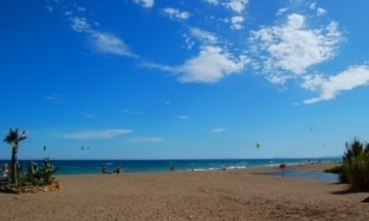 Beachside apartment for sale, close to the beach, between Marbella and Estepona centre, Costa del Sol 12