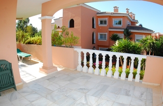Beachside apartment for sale, close to the beach, between Marbella and Estepona centre, Costa del Sol 3