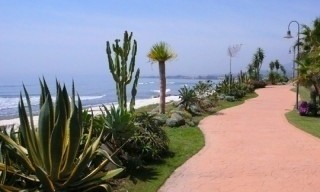 Beachside apartment for sale, close to the beach, between Marbella and Estepona centre, Costa del Sol 13