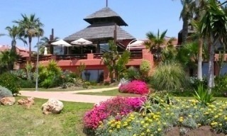 Beachside apartment for sale, close to the beach, between Marbella and Estepona centre, Costa del Sol 14