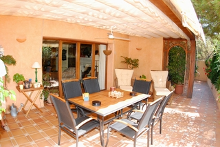 Bargain Beachside Villa for Sale in Marbella East 4