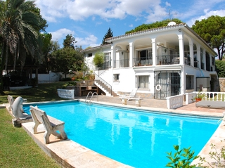 Bargain Villa for sale in Nueva Andalucia, the golf valley of Marbella 0