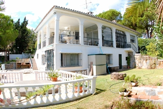 Bargain Villa for sale in Nueva Andalucia, the golf valley of Marbella 3