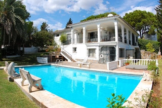 Bargain Villa for sale in Nueva Andalucia, the golf valley of Marbella 1