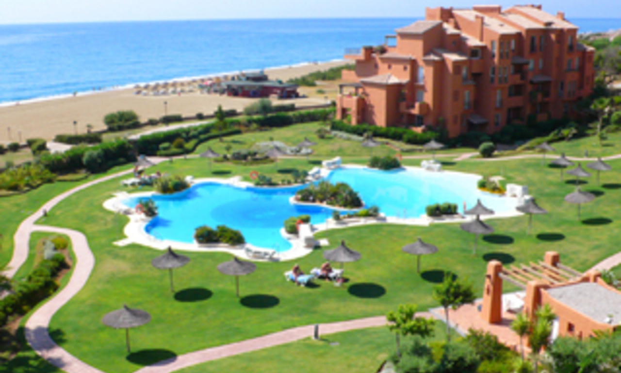 Beachfront penthouse apartment for sale in La Duquesa, Costa del Sol, Spain 0