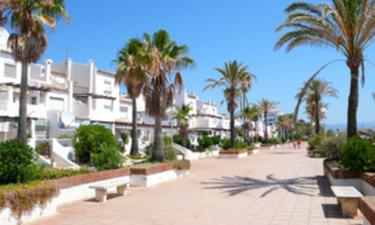 Beachfront penthouse apartment for sale in La Duquesa, Costa del Sol, Spain 20