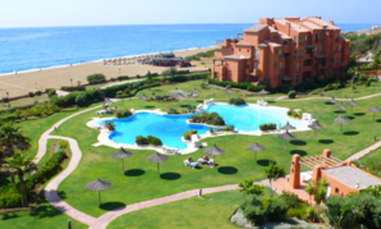 Beachfront penthouse apartment for sale in La Duquesa, Costa del Sol, Spain 1
