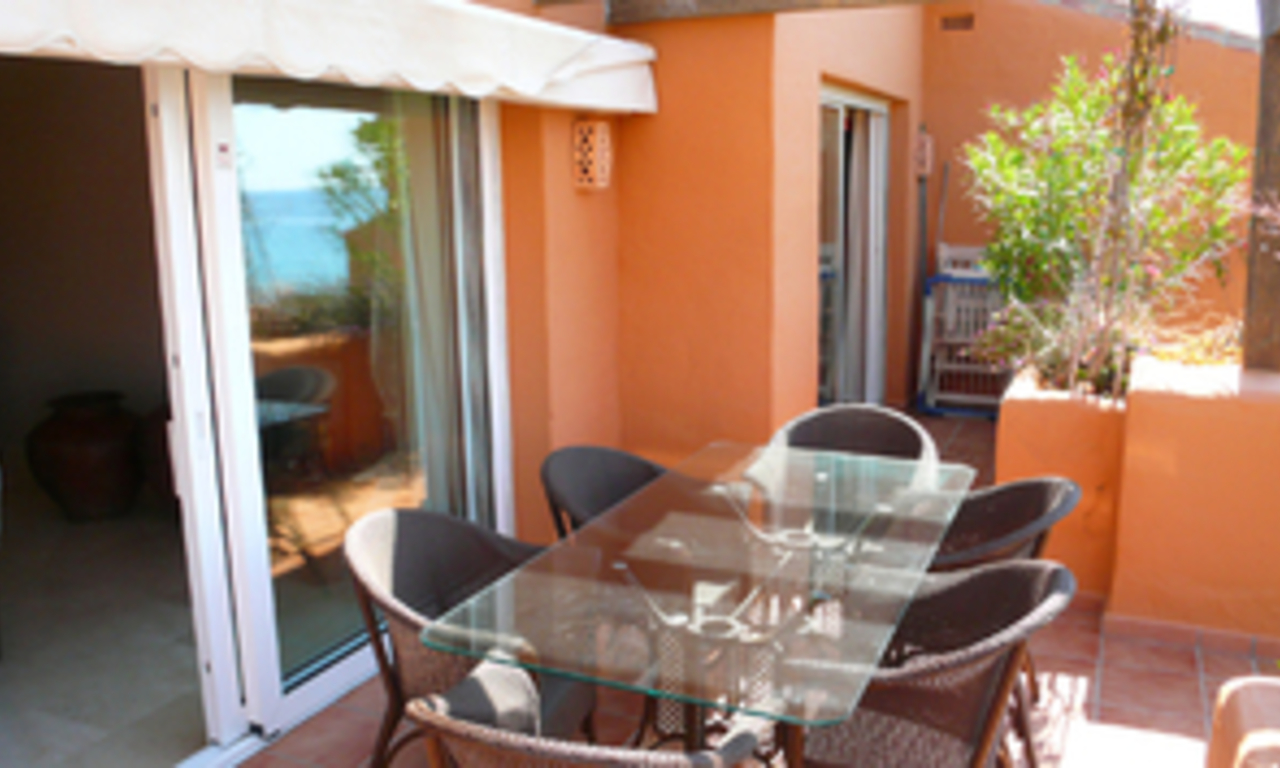 Beachfront penthouse apartment for sale in La Duquesa, Costa del Sol, Spain 3
