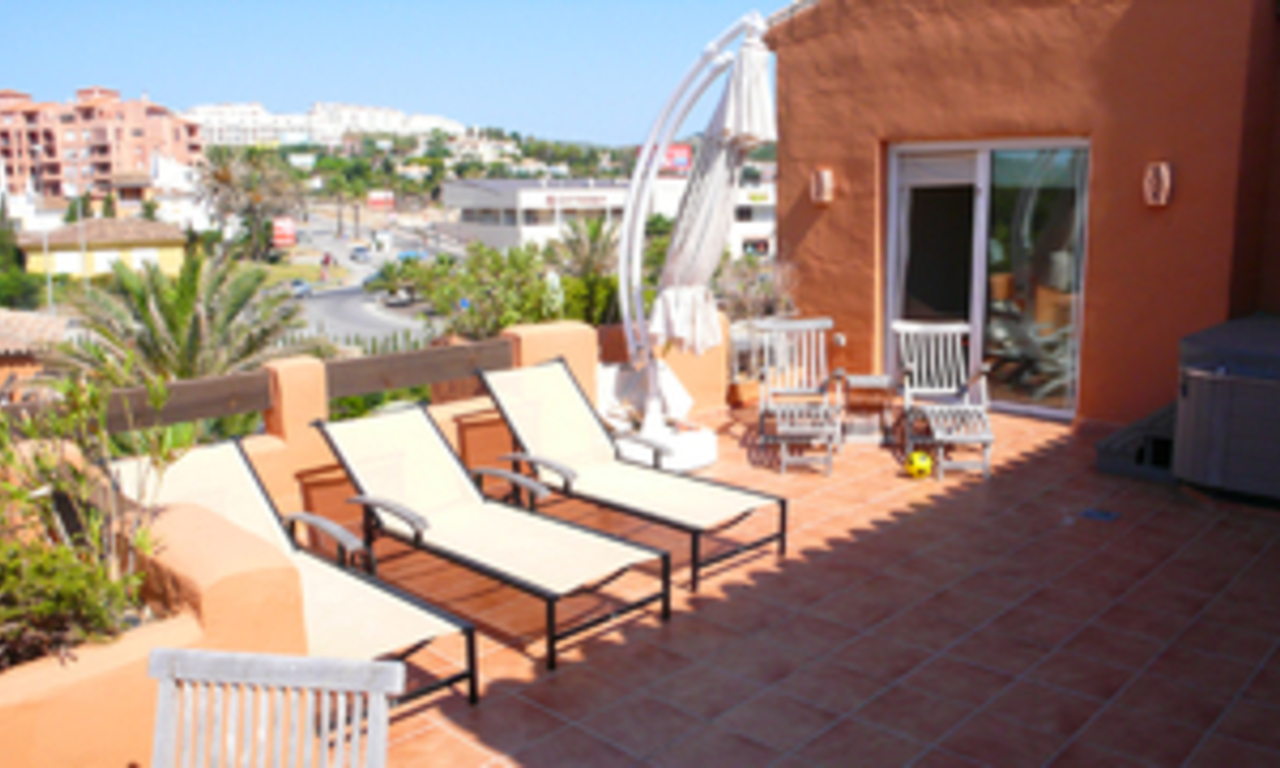 Beachfront penthouse apartment for sale in La Duquesa, Costa del Sol, Spain 5