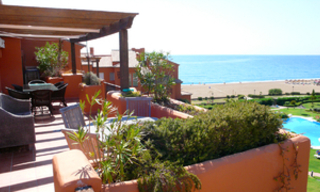 Beachfront penthouse apartment for sale in La Duquesa, Costa del Sol, Spain 7