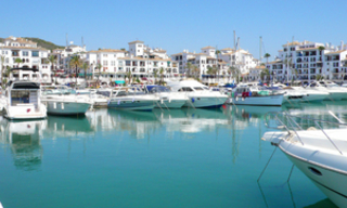 Beachfront penthouse apartment for sale in La Duquesa, Costa del Sol, Spain 25
