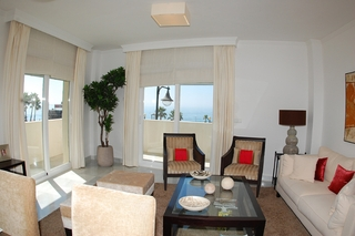 New frontline beach penthouse for sale, on the boulevard in the centre of Estepona 6