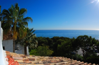 Beachfront penthouse apartment for sale in Elviria, East Marbella 10