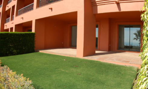 Bargain luxury apartment for sale, on Golf resort, Marbella - Benahavis