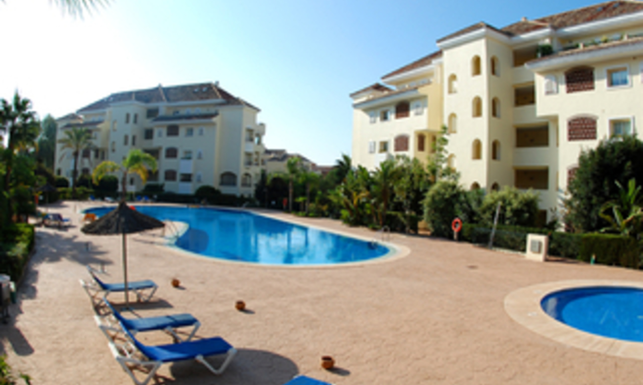 Beachside luxury apartment for sale, Elviria, Marbella east 21