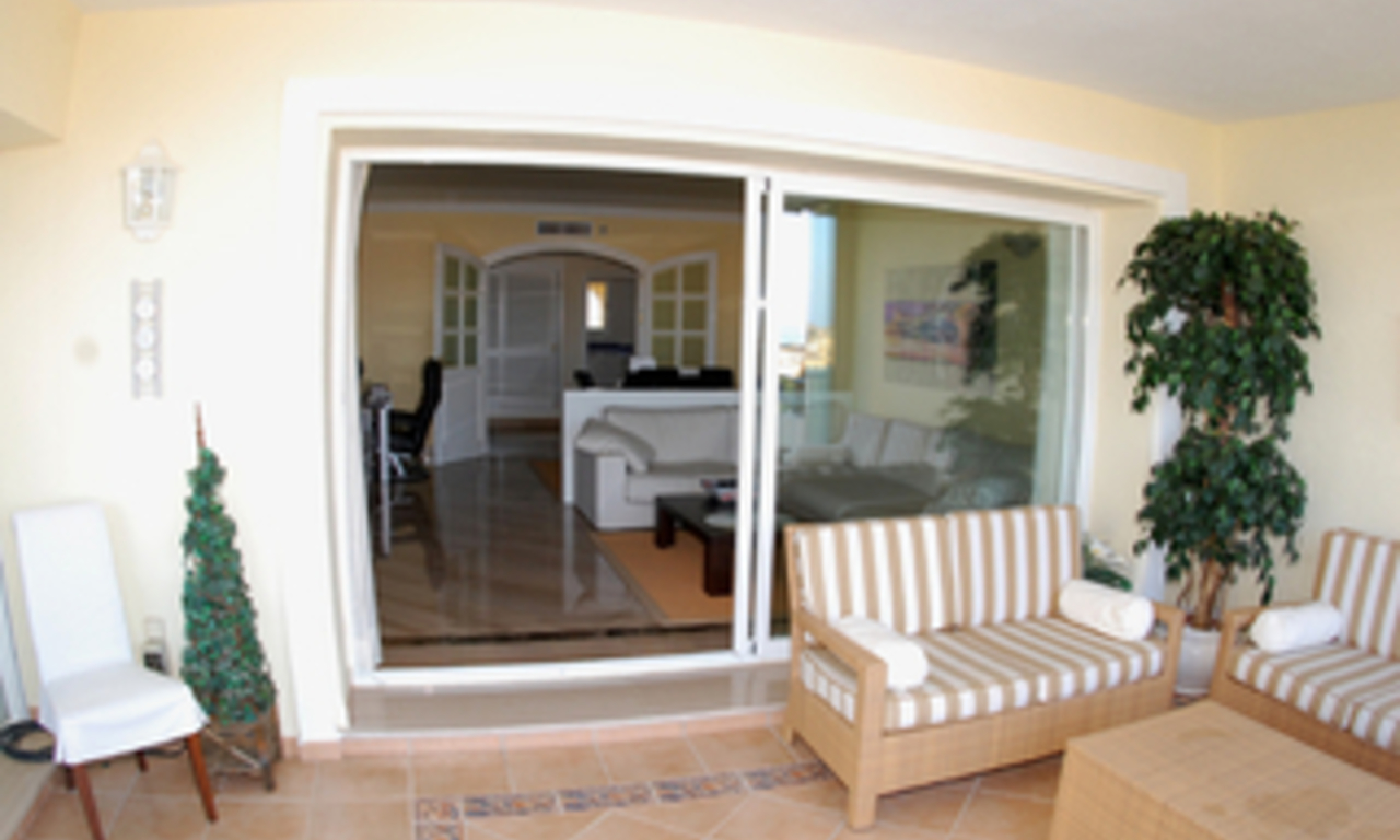 Beachside luxury apartment for sale, Elviria, Marbella east 4