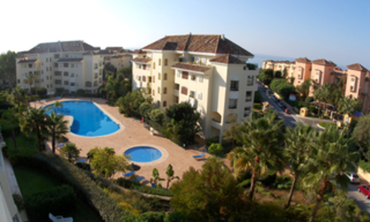 Beachside luxury apartment for sale, Elviria, Marbella east 1