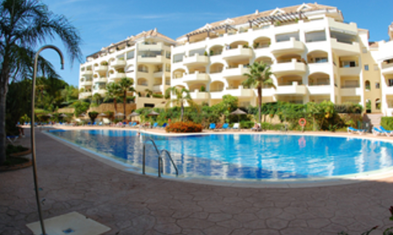 Beachside luxury apartment for sale, Elviria, Marbella east 23